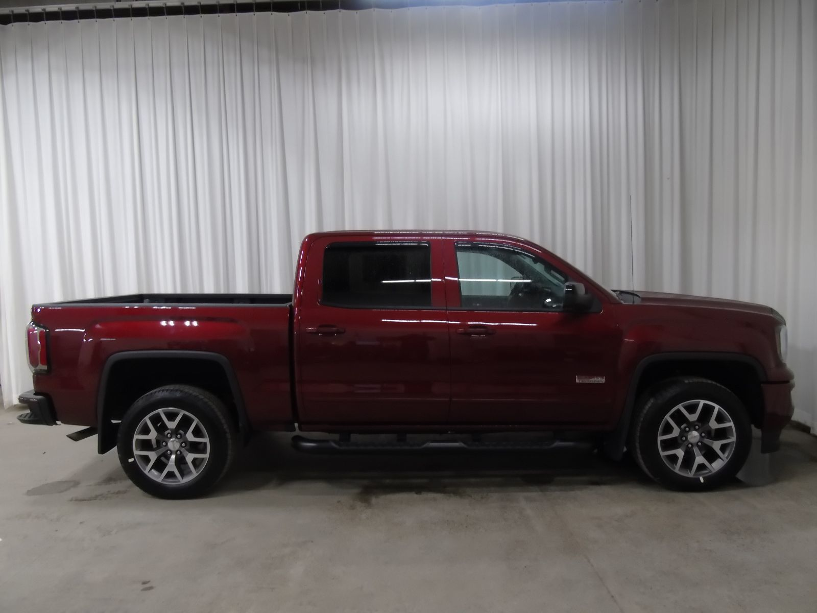 new 2017 gmc sierra 1500 slt 5 3l 8 cyl automatic 4x4 crew cab in middleton gd17042. Black Bedroom Furniture Sets. Home Design Ideas