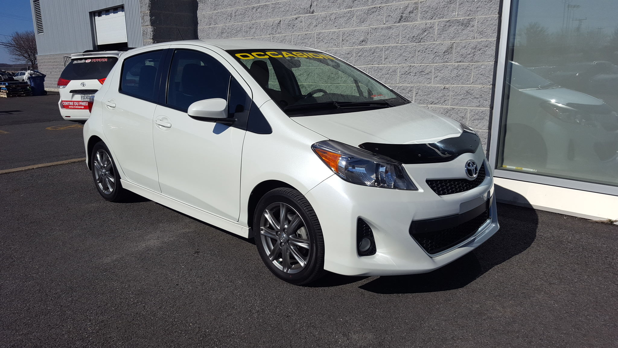 2013 toyota yaris se mags fogs clim cruise d 39 occasion saint basile le grand inventaire d. Black Bedroom Furniture Sets. Home Design Ideas