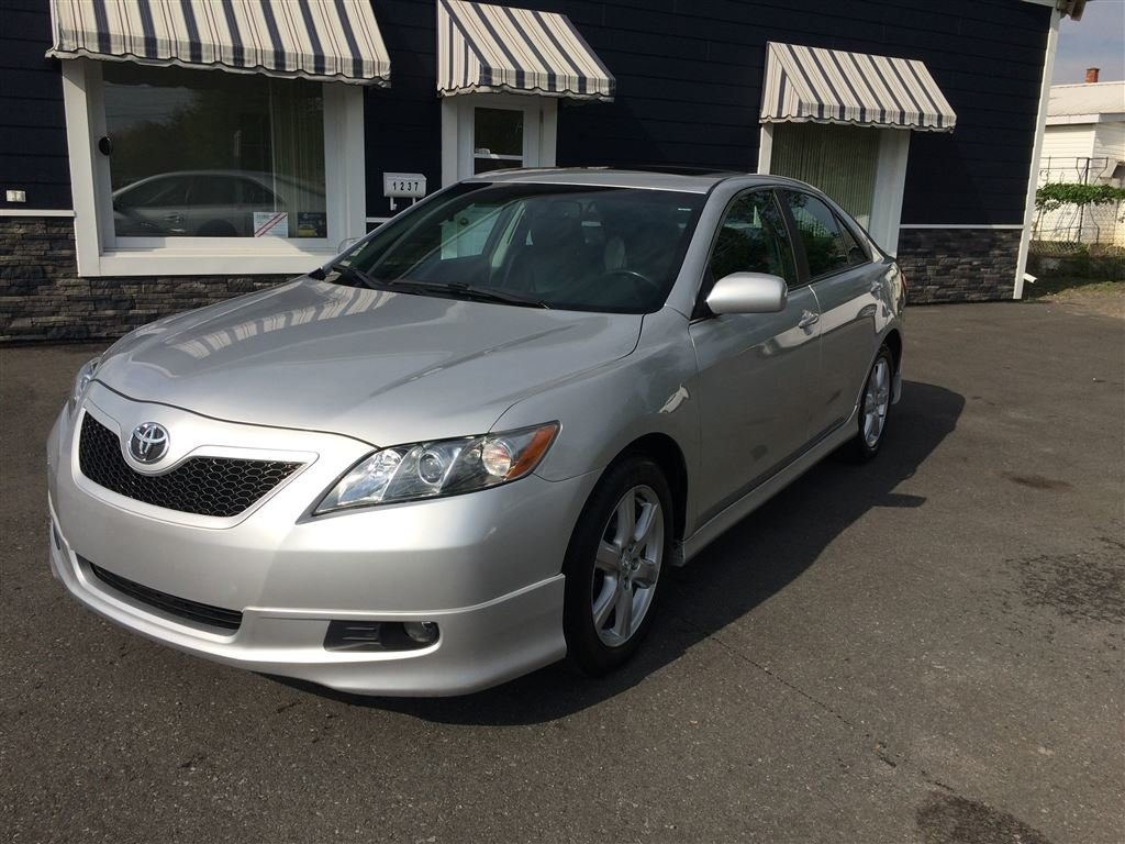 Awesome Toyota Camry SE ...