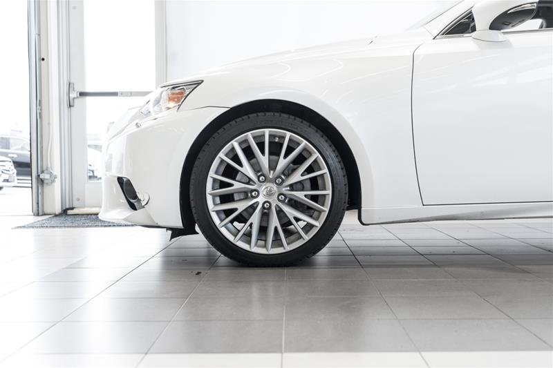 2014 Lexus IS250 AWD 6A in Langley, British Columbia - 9 - w1024h768px