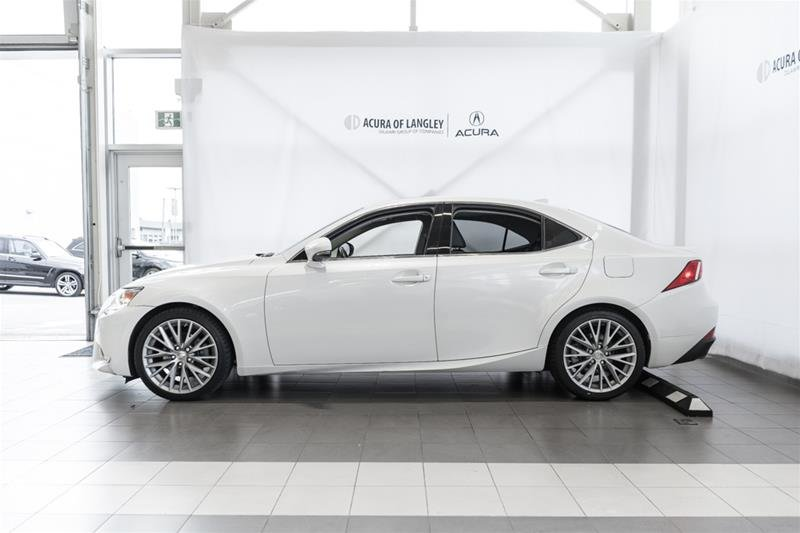 2014 Lexus IS250 AWD 6A in Langley, British Columbia - 4 - w1024h768px