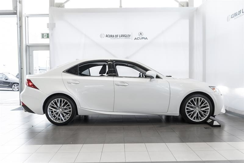 2014 Lexus IS250 AWD 6A in Langley, British Columbia - 5 - w1024h768px