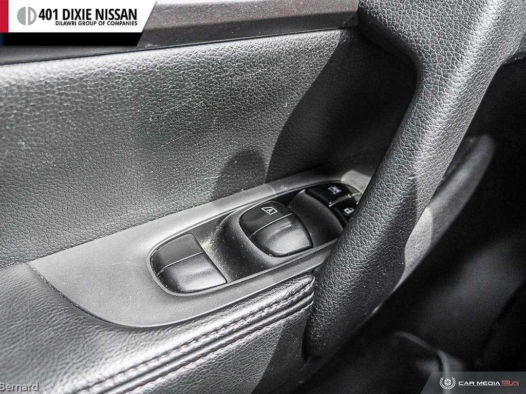 2014 Nissan Rogue SV AWD CVT in Mississauga, Ontario - 17 - w1024h768px