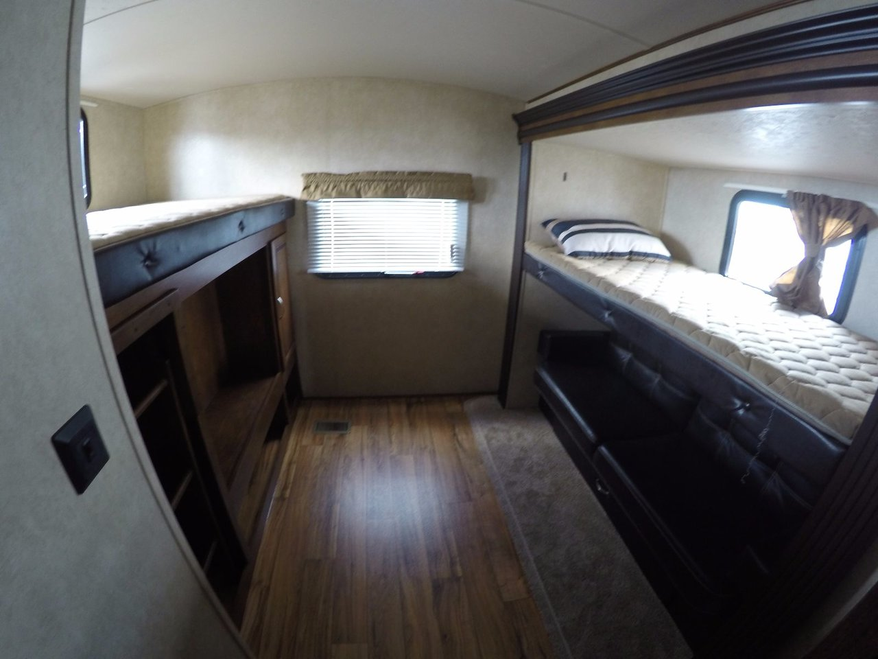 2016 Vibe X Lite 308BHS BUNK BEDS+ LEATHER & STAINLESS STEEL
