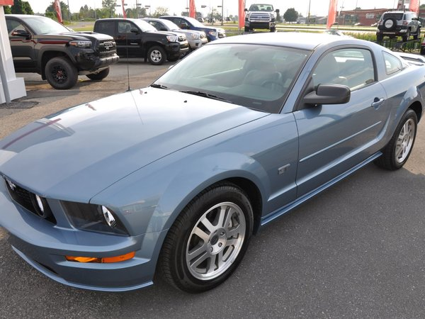 2005 Ford Mustang GT SEULEMENT 15000KM
